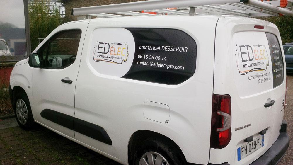 Covering logo et coordonnées sur un véhicule utilitaire d'artisan électricien